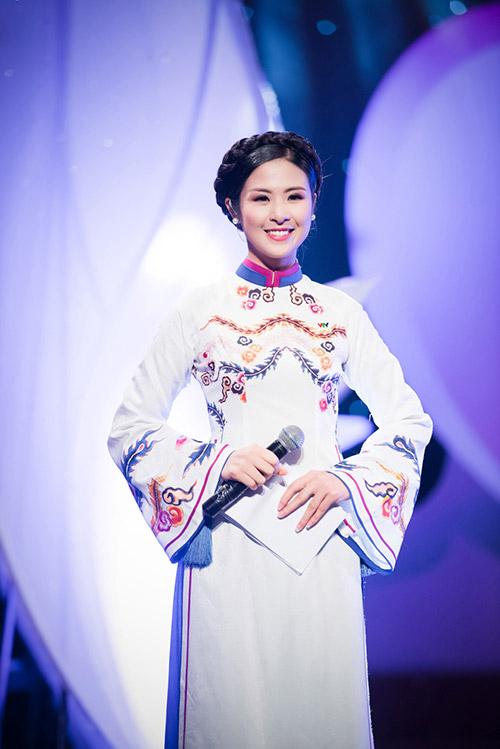 hoa hau ngoc han dien ao dai cung dinh lam mc - 12