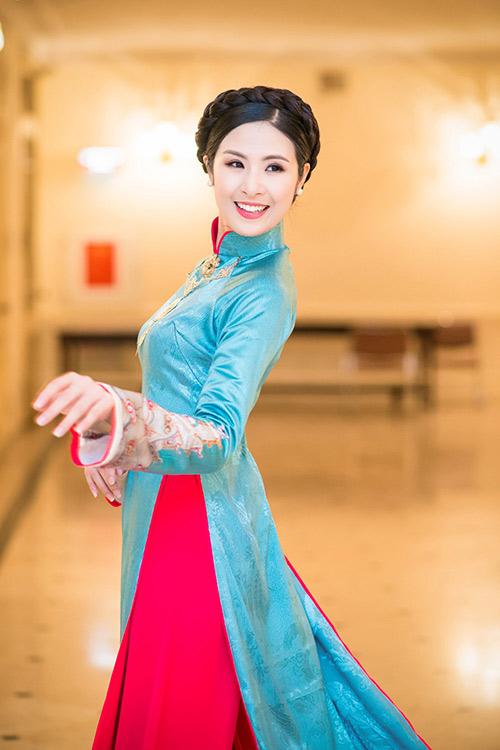 hoa hau ngoc han dien ao dai cung dinh lam mc - 2