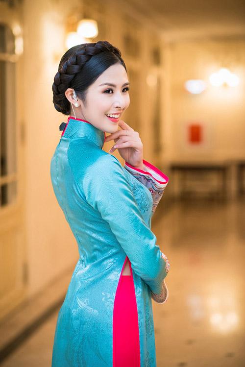 hoa hau ngoc han dien ao dai cung dinh lam mc - 3
