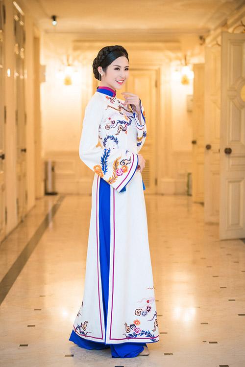 hoa hau ngoc han dien ao dai cung dinh lam mc - 7