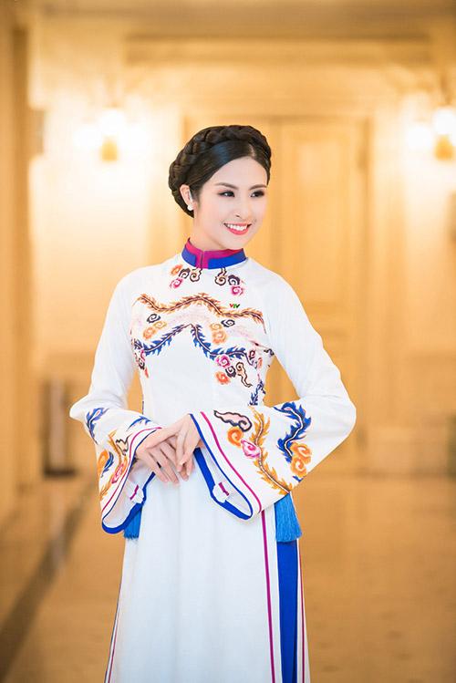 hoa hau ngoc han dien ao dai cung dinh lam mc - 8