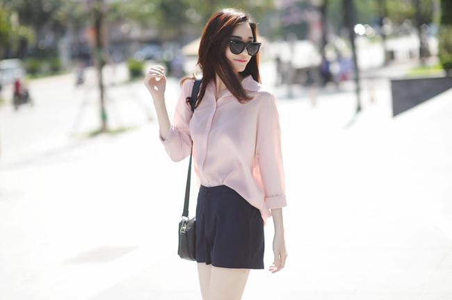 Mùa hè bất tận, ngọt lịm như đường với những chiếc áo sơm mi mỏng tang, màu hồng phấn, màu pastel trong trẻo.