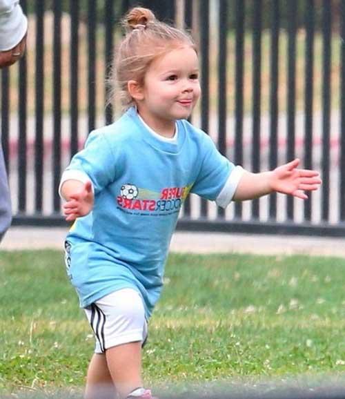 Beckham chia sẻ hình ảnh công chúa Harper đá bóng-3