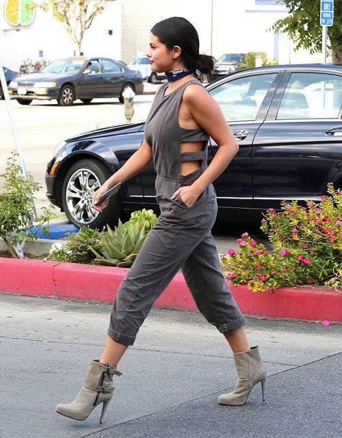 Selena Gomez vẫn tự tin dù bị chê mũm mĩm-2