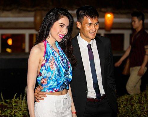 cong vinh nam chat tay vo di xem champions league - 5