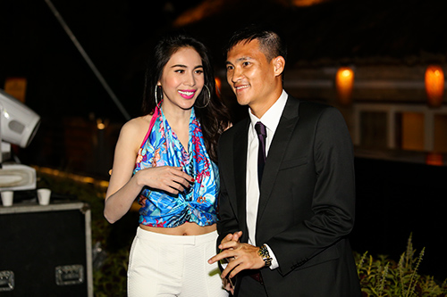 cong vinh nam chat tay vo di xem champions league - 7
