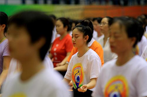 hon 500 nguoi tham gia trinh dien ngay quoc te yoga - 5