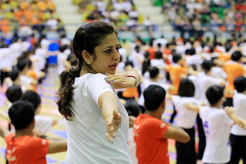 hon 500 nguoi tham gia trinh dien ngay quoc te yoga - 3