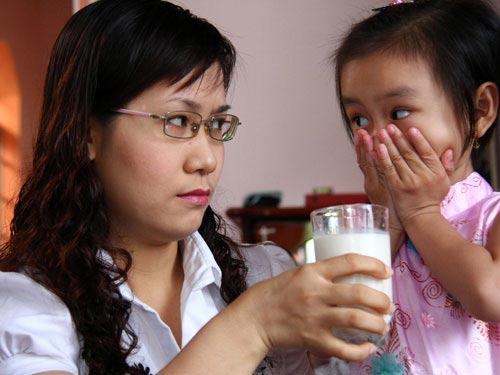 """chuyen """"xuong mau"""" ba me cuu minh khoi dua con luoi an (p2) - 1"""