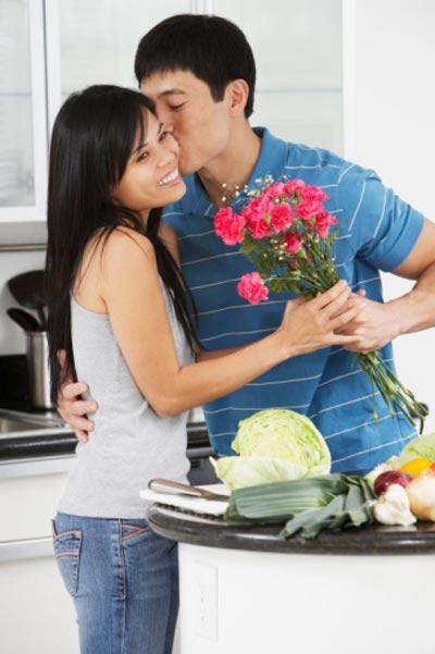 Bao lâu rồi không tặng hoa vợ?-1