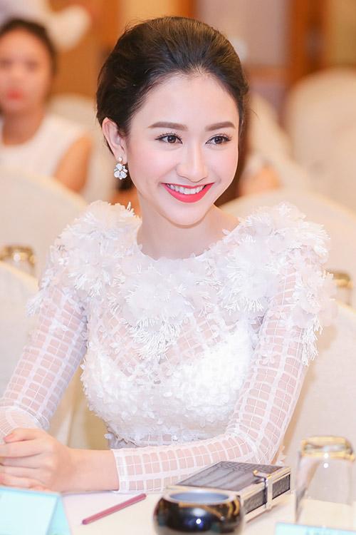 """Á hậu Hà Thu """"lột xác"""" với váy trắng xuyên thấu-8"""