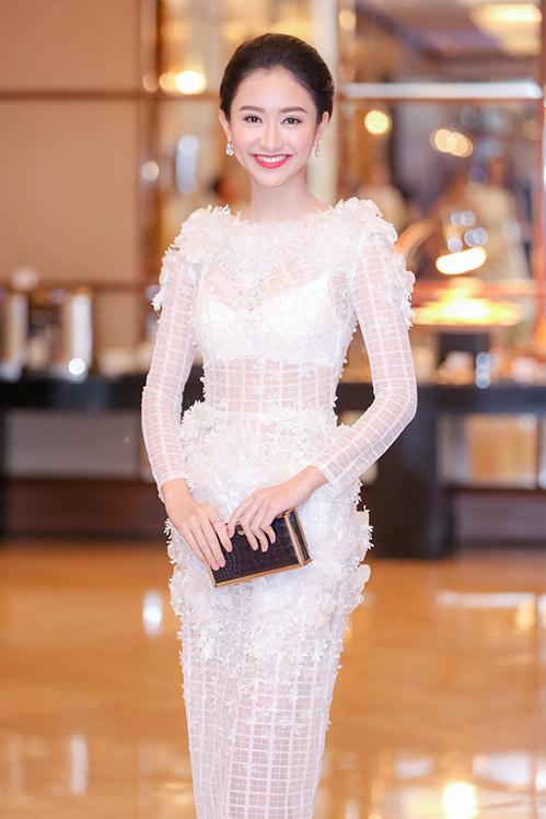 """Á hậu Hà Thu """"lột xác"""" với váy trắng xuyên thấu-3"""
