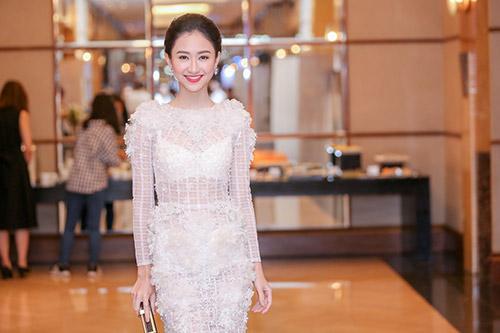 """Á hậu Hà Thu """"lột xác"""" với váy trắng xuyên thấu-4"""