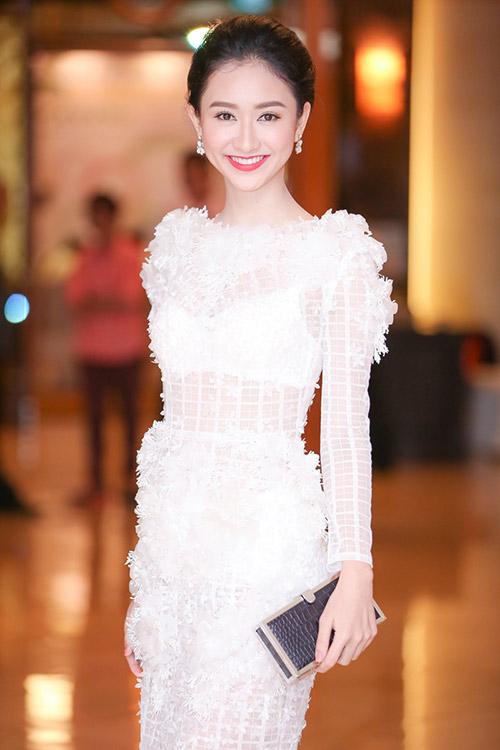 """Á hậu Hà Thu """"lột xác"""" với váy trắng xuyên thấu-7"""