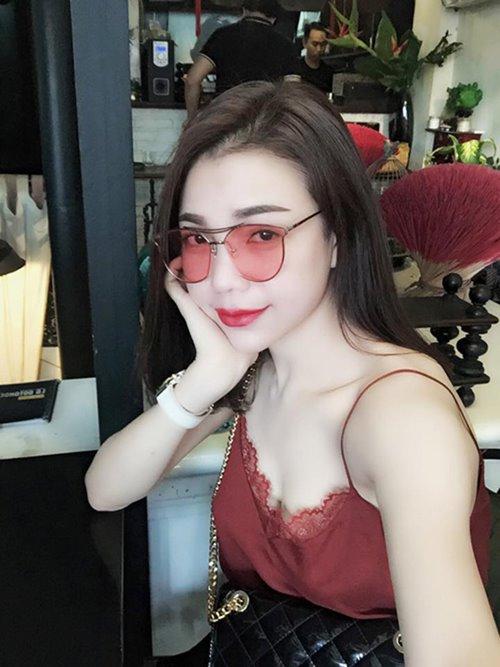 """Bóc giá chiếc kính mới """"nóng hổi"""" của bạn gái Cường đô la-6"""