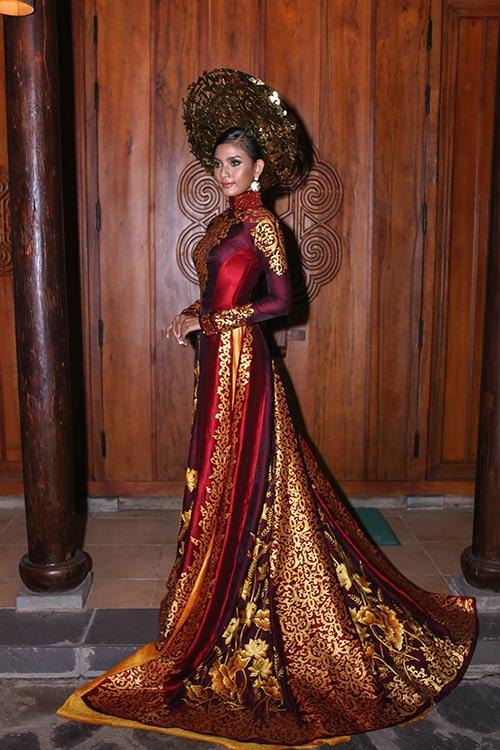 """Á hậu Trương Thị May """"mặc lại"""" áo dài từng thi Miss Universe 2013-2"""