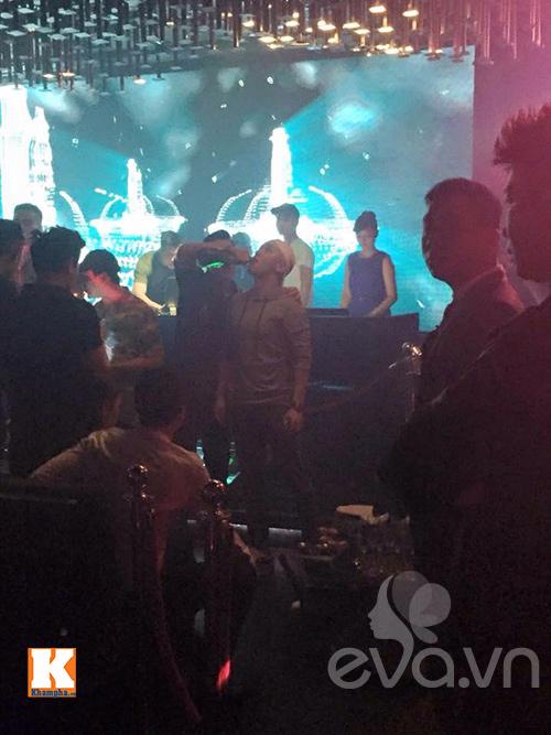 Á hậu Tú Anh khoe ảnh chụp cùng Seungri (Big Bang)-4