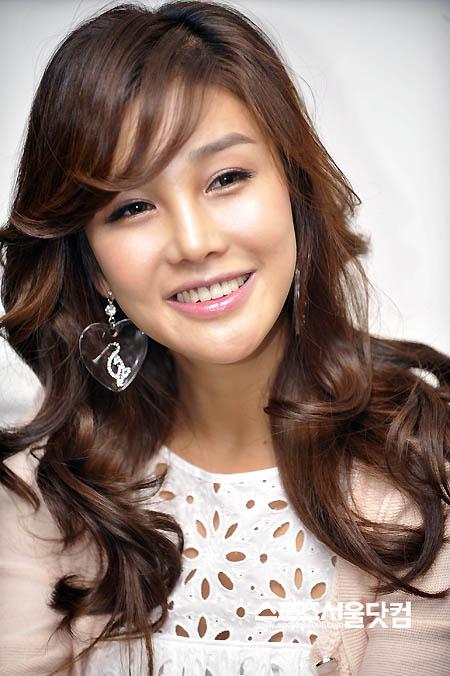 Á hậu Tú Anh khoe ảnh chụp cùng Seungri (Big Bang)-9