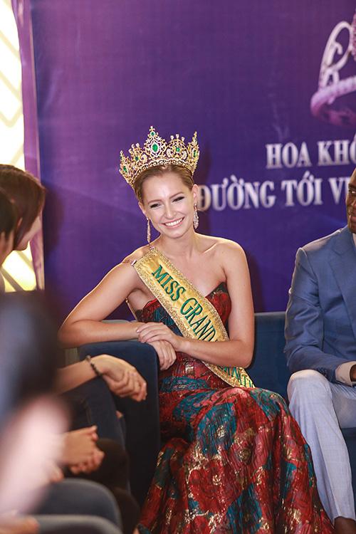 Lan Khuê được chủ tịch Miss Grand International mời thi hoa hậu-4