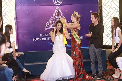 Lan Khuê được chủ tịch Miss Grand International mời thi hoa hậu-7