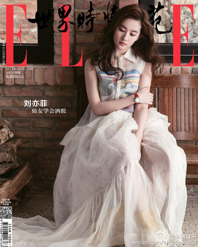 Bất chấp những tin đồn về chuyện rạn nứt trong tình cảm, Lưu Diệc Phi vẫn đẹp hút hồn trên tạp chí Elle số tháng 5/2016.