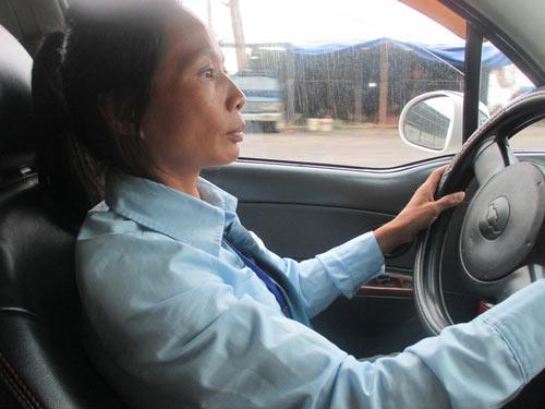 """Người phụ nữ 15 năm lái taxi và những """"ám ảnh"""" không thể nào quên-1"""