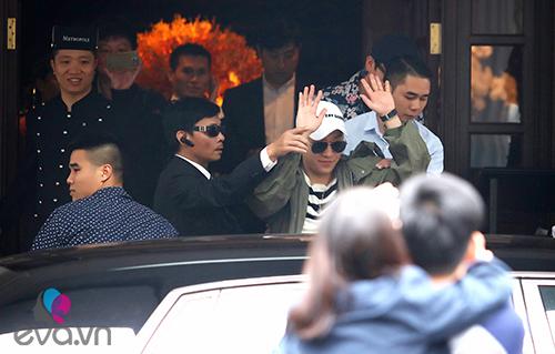 Seungri (Big Bang) thoát khỏi vòng vây fan trở về Hàn-6
