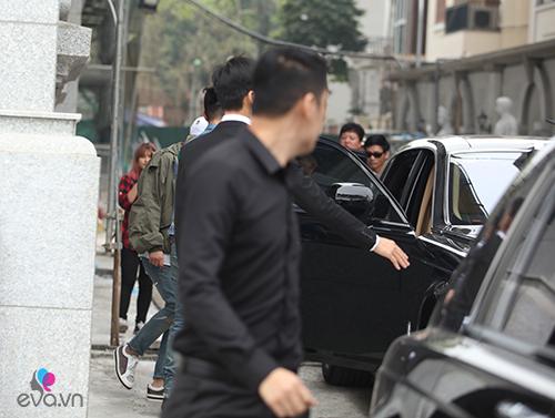 Seungri (Big Bang) thoát khỏi vòng vây fan trở về Hàn-13