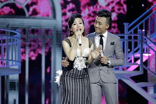 """Tóc Tiên """"lột đồ"""" ngay trên sân khấu liveshow Trấn Thành-6"""