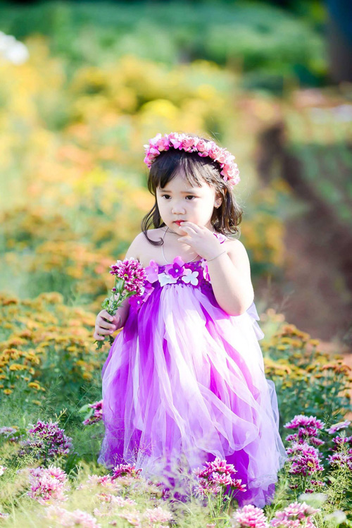 vo nguyen ha uyen - ad60554 - cong chua nho tren dong hoa - 1