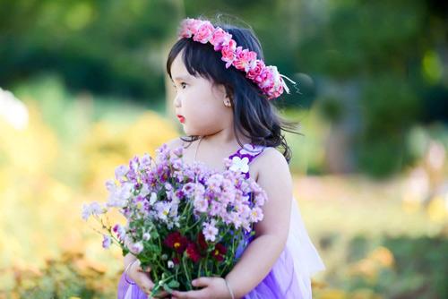 vo nguyen ha uyen - ad60554 - cong chua nho tren dong hoa - 8