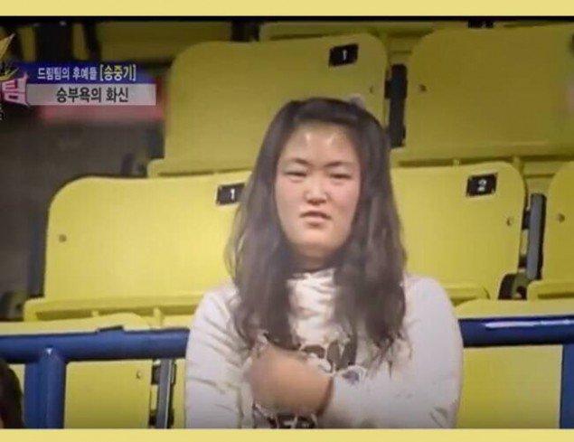 """ngo ngang truoc su """"lot xac"""" cua em gai song joong ki - 5"""