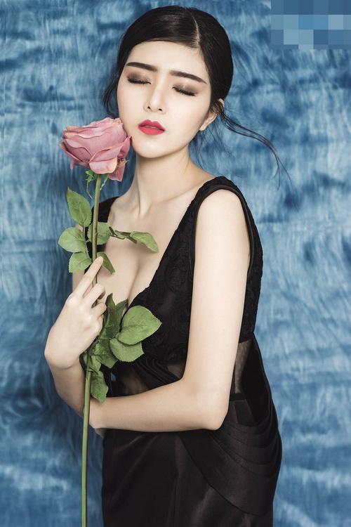 hot girl lily luta lanh lung khoe vong 1 goi cam nho dao keo - 5