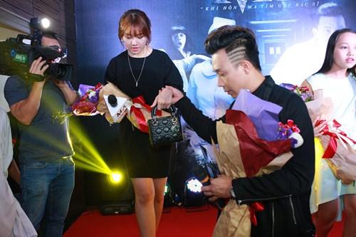 "tran thanh, hari won nam tay tinh tu tai ""benh vien ma"" ha noi - 5"