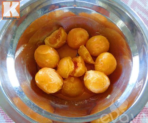 Bí đỏ xào trứng vịt muối đơn giản mà ngon-4