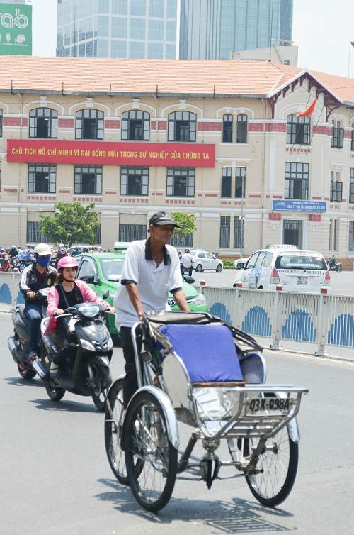 Người Sài Gòn mệt mỏi trong đợt nắng nóng kỷ lục-5