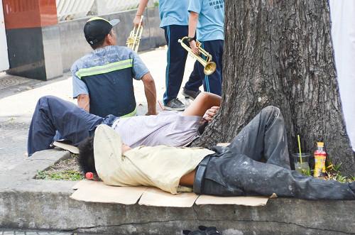 Người Sài Gòn mệt mỏi trong đợt nắng nóng kỷ lục-9