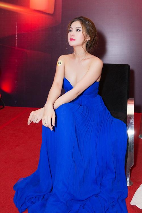Á hậu Diễm Trang bị cảm sốt trước giờ lên sóng trực tiếp-8