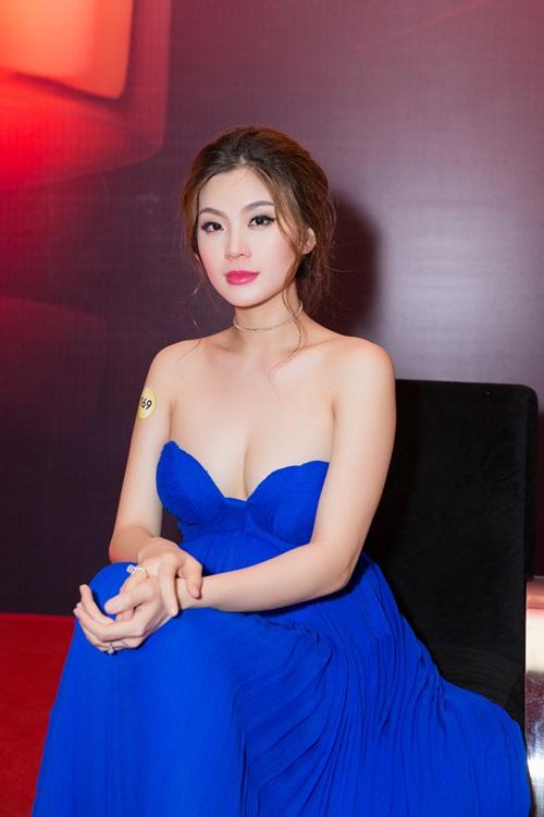 Á hậu Diễm Trang bị cảm sốt trước giờ lên sóng trực tiếp-9