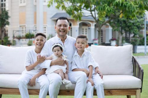 Vợ chồng Hà Kiều Anh ngọt ngào bên con chung, con riêng-4