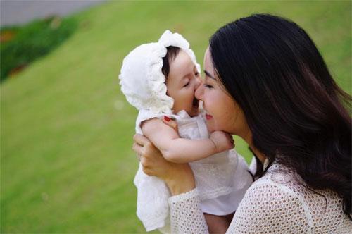 Vợ chồng Hà Kiều Anh ngọt ngào bên con chung, con riêng-6