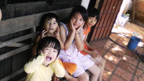 nguyen ngoc bao han - ad50689 - co be hay cuoi - 4