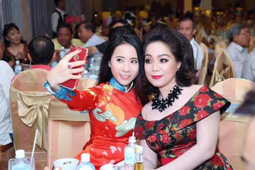 Á khôi Lê Ngọc Thanh nổi bật bên ca sĩ Cẩm Vân-7