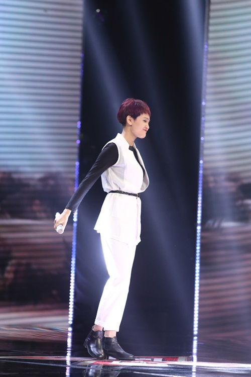 Cô bé 16 tuổi nức nở khi bất ngờ gặp mẹ trên sân khấu X-Factor-8