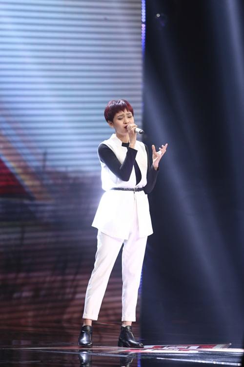 Cô bé 16 tuổi nức nở khi bất ngờ gặp mẹ trên sân khấu X-Factor-9