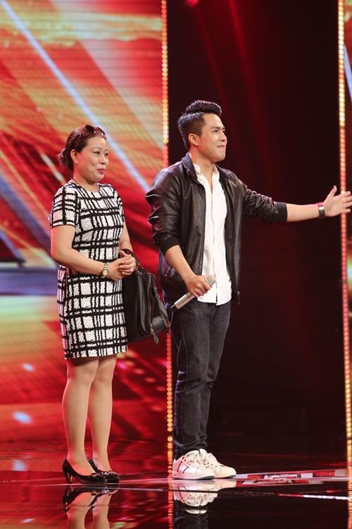 Cô bé 16 tuổi nức nở khi bất ngờ gặp mẹ trên sân khấu X-Factor-11