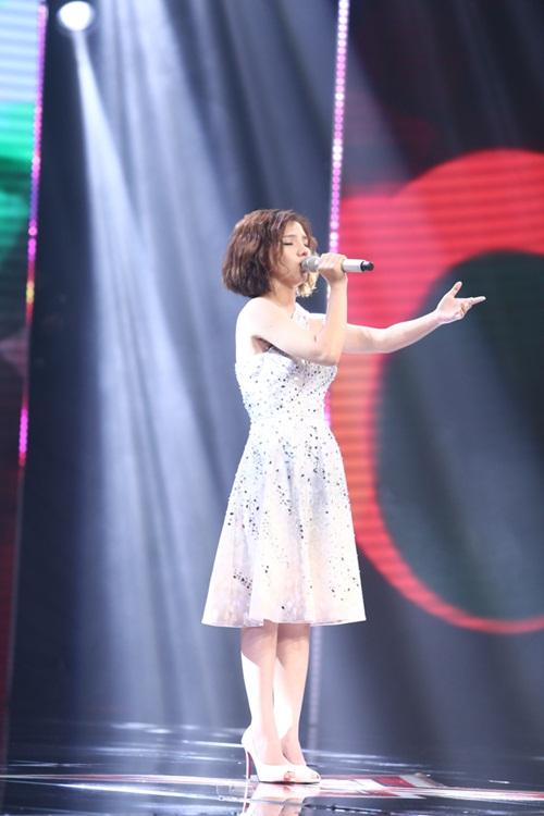 Cô bé 16 tuổi nức nở khi bất ngờ gặp mẹ trên sân khấu X-Factor-2