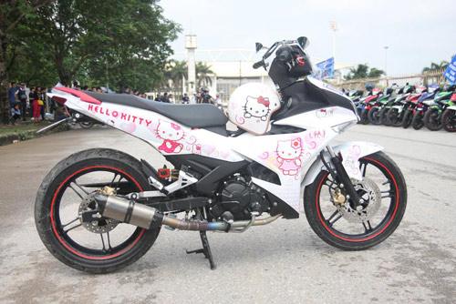 Xe dán hình Hello Kitty 'cực độc' của cô gái ở Hà Nội-3