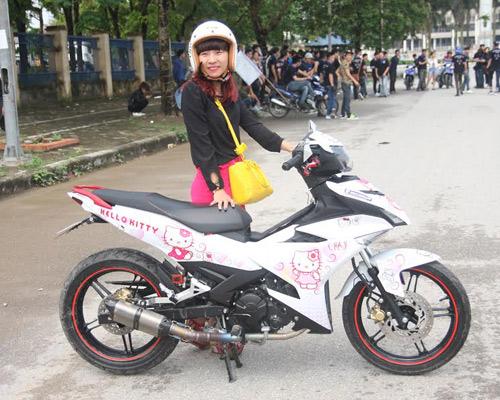 Xe dán hình Hello Kitty 'cực độc' của cô gái ở Hà Nội-1