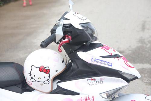 Xe dán hình Hello Kitty 'cực độc' của cô gái ở Hà Nội-4
